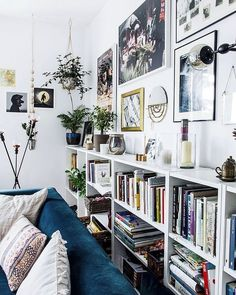 Some Sunday AM shelf and wall vibes. Happy Sunday Yall. Did you remember to set your clock back one hour?? Yes it gets darker earlier but you get an extra hour of sleep!!