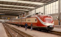 Class 601 in TEE livery, 1970 Munich Hauptbahnhof ---- The trainsets of Class VT (often simply called TEE) were diesel multiple units built by Deutsche Bundesbahn in 1957 and used for Trans Europ Express --- Germany Rail Train, Train Art, Station To Station, Central Station, Europa Express, Best Sci Fi Movie, Rail Transport, Diesel Locomotive, Train Tracks