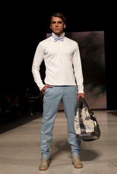 Ricardo Pava Diseñador. Sencillo, casual y bien vestido. ¡El efecto de un corbatin! www.macardi.com