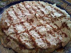 La meilleure recette de Pastilla au poulet et aux amandes! L'essayer, c'est l'adopter! 4.5/5 (8 votes), 14 Commentaires. Ingrédients: Pour une grande pastilla : Environ 16 grandes feuilles de brick 1 poulet 100g de beurre 500g d'oignon 1/2 c à c de gingembre 1/2 paquet de safran 1/2 c à c de sel 3/4 l d'eau 1 gros bouquet de coriandre haché 1 gros bouquet de persil haché 1 c à s de cannelle 200g de sucre 6 oeufs 250g d'amandes mondées,frites e...