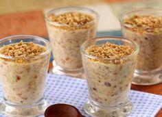 """Seja em época de festa junina ou só para se deliciar, a <a href=""""http://mdemulher.abril.com.br/culinaria/receitas/receita-de-pacoca-colher-516355.shtml"""" target=""""_blank"""">paçoca de colher</a> é rápida de preparar e fica pronta em menos de 30 minutos."""