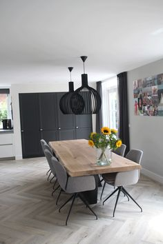Taking In Wholesome? Get Out The Forged Iron Skillet - My Website Dining Room Design, Dining Room Table, Ideas Recibidor, Home Living Room, Living Room Decor, Esstisch Design, Dining Room Inspiration, House Design, Interior Design