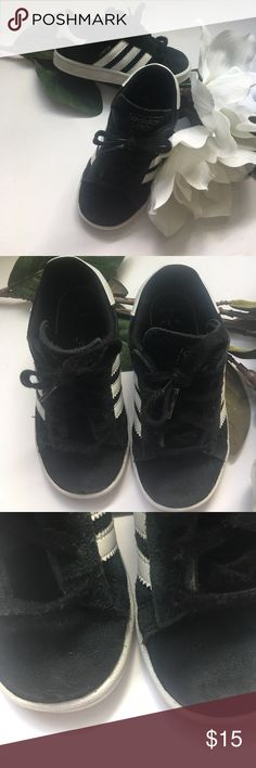 ⚜️9C Adidas Campus Sneakers⚜️ Classic, fly and adorable Adidas Campus Low top Adidas⚜️Size 9C⚜️in good condition suede has wear consistent with suede products-please look closely at the pic of top front of sneakers⚜️Black and White Classics⚜️I will wipe white walls with wipes but will not whiten white walls/ruined a good pair sneakers trying to whiten before shipping adidas Shoes Sneakers