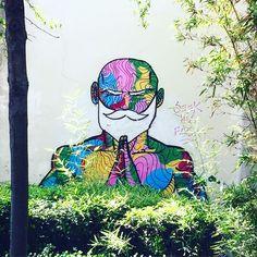 Moment de méditation par @raphael_federici #raphaelfederici #parissketchculture #psc #streetart #graffiti #graff #spray #bombing #wall #sprayart #instagraff #urbanart #wallporn Rue des Petits Carreaux #paris