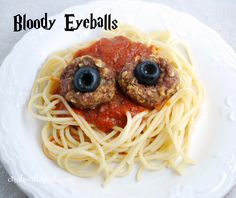 Halloween Food: Bloody Eyeballs  So fun for Halloween dinner!