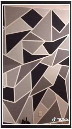 Parede Geométrica #geometric #wall #paint #kitchen #geometricwallpaintkitchen Diy Wand, Bedroom Wall Designs, Accent Wall Bedroom, Accent Walls, Diy Bedroom, Master Bedroom, Wall Paint Patterns, Painting Patterns, Wall Painting Decor