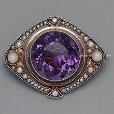 Victorian Brooch / Amethyst and natural pearls. Old Jewelry, Jewelry Armoire, Antique Jewelry, Vintage Jewelry, Fine Jewelry, Jewlery, Purple Jewelry, Amethyst Jewelry, Jewelry Accessories