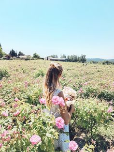Flower power in the rose fields Grasse | Cote d'Azur, France: http://www.ohhcouture.com/2017/06/miss-dior-for-love-cote-dazur-2/ #leoniehanne #ohhcouture