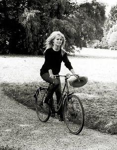 Brigitte Bardot on a bicycle Brigitte Bardot, Bridget Bardot, Divas, Bicycle Women, Bicycle Girl, Black White Photos, Black And White, Kate Jackson, Urban Bike