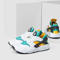 3a7ada402d2a5 Closer look at the Nike Air Huarache OG Yellow Green. Available via some  retailers already!
