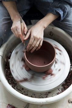Learn how to make pottery on a potters wheel. Ceramic Pottery, Ceramic Art, Slab Pottery, Pottery Vase, Ceramic Mugs, Ceramic Bowls, Ceramic Studio, Ceramic Design, The Bright Sessions