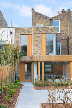 Culford Road by Martyn Clarke Architecture.Modern brick residence designed in 2013 by Martyn Clarke Architecture situated in London, United Kingdom. Modern Contemporary Bathrooms, Contemporary Decor, Space Architecture, Contemporary Architecture, Residential Architecture, Building A Porch, Building A House, Design Exterior, Interior Design