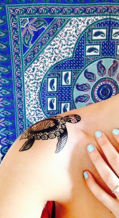Shoulder tattoo - Sea turtle design