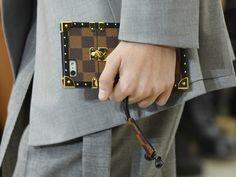 Louis Vuitton Handyhülle   ELLE