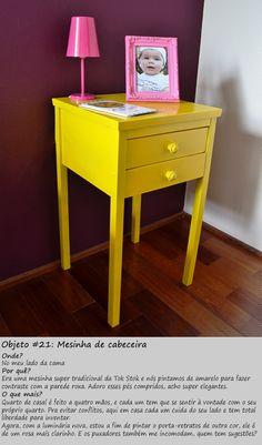 #21 - Mesinha amarela com luminária pink e parede roxa