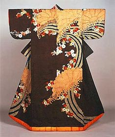 Japanese Embroidery Kimono Kosode with Chrysanthemums and Flowing Water; Tie-dyeing, embroidery and stenciled gold leaf on black figured silk satin Japanese Costume, Japanese Kimono, Japanese Art, Traditional Kimono, Traditional Fashion, Traditional Clothes, Japanese Textiles, Japanese Patterns, Japanese Outfits