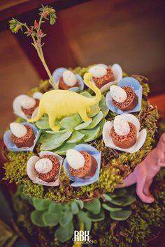 Que tal escolher o a Festa Dinossauros para comemorar o aniversario do seu filho??Muitas fofuras por aqui.Imagens Nika Linden.Lindas ideias e muita inspiração.Bjs, Fabíola Tele...