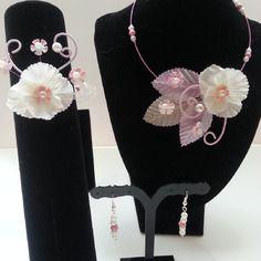 Parure enfant collier bracelet et boucles d'oreilles rose pastel et ivoire