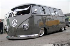 Im lovin it wanna have :-) Volkswagen Transporter, Vw T1 Camper, Auto Volkswagen, Volkswagen Bus, Campers, Combi Ww, Combi Split, Van Vw, Volkswagen Minibus