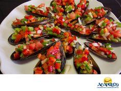 #gastronomiaguerrerense Prueba los mejillones que se preparan en Acapulco. LAS MEJORES RECETAS. Los mejillones son un tipo de moluscos que se preparan generalmente al vapor, siendo esta una de las formas en que quedan más ricos. Los puedes comer en muchos de los restaurantes del puerto, y preparados de distintas formas y con exquisitas recetas. Ven al Puerto de Acapulco y disfruta de unos deliciosos mejillones. www.fidetur.guerrero.gob.mx