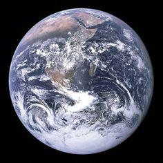 """""""The blue Marble"""", photo prise à 45000km, le 07 décembre 1972, lors de mission Apollo 17"""