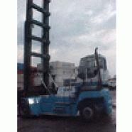 Marca: SMV  Modelo: SL6.8  A capacidade da empilhadeira para contêiner é de 8 toneladas.  Ano: 2002  Asa delta com torre para oito contêiners.