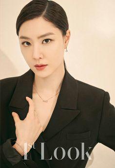 Korean Actresses, Korean Actors, Actors & Actresses, Dark Knight Wallpaper, Seo Ji Hye, Asian Makeup, Korean Artist, Girl Bands, Korea Fashion