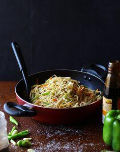 Chicken, egg and veggie fried egg noodles #Fried #Veggies #FriedVeggies