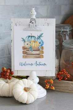 Cute fall printable and fall home decor ideas.