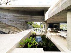 Architecture Résidentielle, Modern Architecture Design, Australian Architecture, Terrasse Design, Indoor Outdoor Living, Indoor Pond, Brutalist, Minimalist Home, Exterior Design