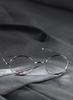 """Made By LAFONT. Elegant and classic frames from Lafont of Paris combine the old world """"Panto"""" shape with new world technology. Eyeglass Frames For Men, Lafont, Goggles Glasses, Optical Eyewear, Fashion Eye Glasses, Round Eyeglasses, Wire Frame, Round Frame, Mens Fashion Suits"""