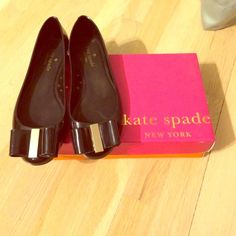 Kate Spade Jelly Bow Flats 🎀 Worn a handful of times and in great condition! Gold metal connecting the bows! Jelly material so perfect for summer time! kate spade Shoes Flats & Loafers