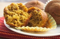 Homemade Pumpkin Muffins | These #easy to make-from-scratch #Pumpkin #Muffins are moist and flavorful with a hint of nutmeg, cinnamon, and cloves.