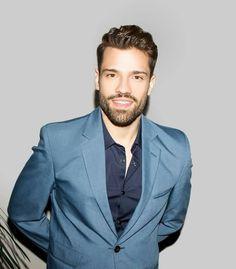 Greek Men, Greek Guys, Handsome Faces, Handsome Guys, Celebrities, How To Wear, Singers, Beauty, Alexander Mcqueen