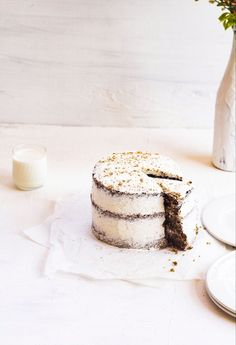This oat and spice layer cake recipe is packed loads of oats, autumnal spices and filled with the smoothest buttercream ever! Layer Cake Recipes, Delicious Cake Recipes, Bbc Good Food Recipes, Easy Cake Recipes, Cupcake Recipes, Yummy Cakes, Dessert Recipes, Round Cake Pans, Round Cakes