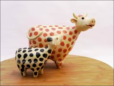 momma & baby cow paper mache with polymer clay heads Paper Mache Clay, Paper Mache Crafts, Paper Clay, Raku Pottery, Pottery Sculpture, Sculpture Clay, Sculptures, Ceramic Birds, Ceramic Animals