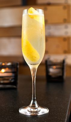 ^French 75^.  Ingredients: 3/4 oz lemon juice 1 oz gin 3/4 oz simple syrup 2 oz champagne ice cubes Preparation: Add gin, …