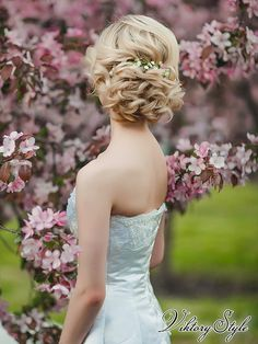 свадебная прическа на короткие волосы www.vikstyle.ru свадебные прически. Свадебные стилисты. Прическа на свадьбу. Вечерние макияж и прическа. Свадебный стилист. Прически. Локоны. Пучок. Прически фото. Обучение