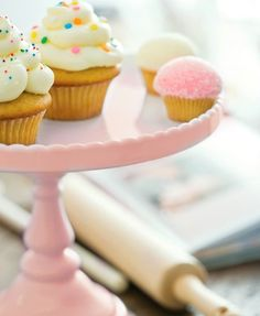 These Rosanna Decor Bon Bon inch Round Cake Stands bring beautiful Victorian antique-influenced shapes together with pastel colors. The porcelain cake stands will be centerpieces alone or a tiered table-scape with other Decor Bon Bon pedestals. Cupcake Shops, Cupcake Cakes, Cupcake Tray, Cake Pedestal, Blue Cakes, Round Cakes, Cake Plates, Let Them Eat Cake, Beautiful Cakes