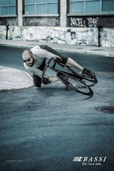 Thats an insane angle Bmx Bikes, Road Bikes, Cycling Bikes, Urban Cycling, Cycling Art, Mens Mountain Bike, Mountain Biking, Dh Velo, Dual Suspension Mountain Bike