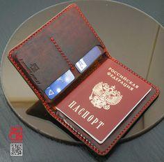 Ручная работа Бумажник (для документов, кредиток, купюр) Diy Leather Passport Holder, Leather Passport Wallet, Leather Gifts, Leather Bags Handmade, Leather Wallet Pattern, Leather Notebook, Minimalist Wallet, Leather Projects, Leather Working