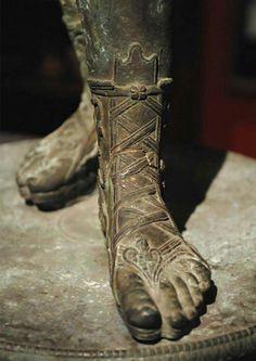 Ancient Rome, Ancient Greece, Stone Sculpture, Sculpture Art, Roman Armor, Roman Clothes, Ancient Greek Sculpture, Roman Sandals, Old Shoes