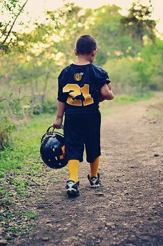 Little football player. is dad's number, the best thing is for stinkybutt to pick this # as well and go FARTHER! Football Poses, Football Cheer, Youth Football, Flag Football, Football Pictures, Sports Photos, Football Players, Cousin Pictures, Best Kids Watches