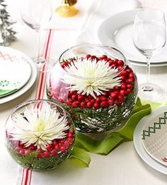 Save a buck … solve a problem … savor the moment with this simple and elegant Christmas centerpiece.