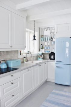 White cupboards, grey tiled splash back - nice neutral colour scheme