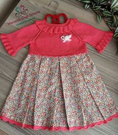 Que ce soit comme ça. Toddler Christmas Dress, Toddler Dress, Baby Dress Patterns, Baby Knitting Patterns, Stylish Kids, Doll Clothes, Kids Outfits, Kids Fashion, Girls Dresses