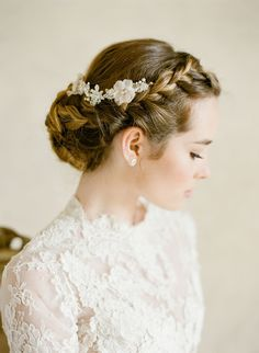 Hair + Makeup: TEAM Hair und Makeup – www.stylemepretty … Kopfbedeckung: Bel Aire B … - Bilgi deposu Bridal Hair And Makeup, Bridal Beauty, Hair Makeup, Wedding Makeup, Bride Hairstyles, Weave Hairstyles, Celebrity Hairstyles, Hairstyles Videos, Updo Hairstyle