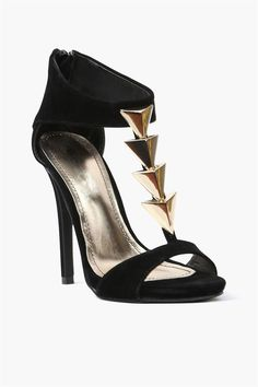 Cupid Arrow Pump in Black