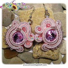 Soutache earrings, rose, rivoli, handmade, strass, thread, cotton, modern style, sutasz, glam style, pink di annarellagioielli su Etsy