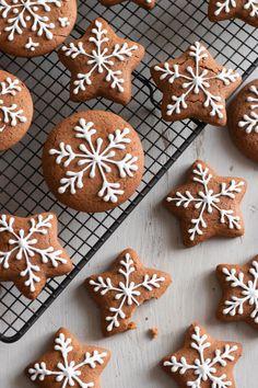 Chewy Gingerbread Cookies, Holiday Cookies, Gingerbread Icing, Decorating Gingerbread Cookies, German Lebkuchen Recipe, Best Gingerbread Cookie Recipe, Christmas Sweets, Christmas Gingerbread, German Christmas Cookies